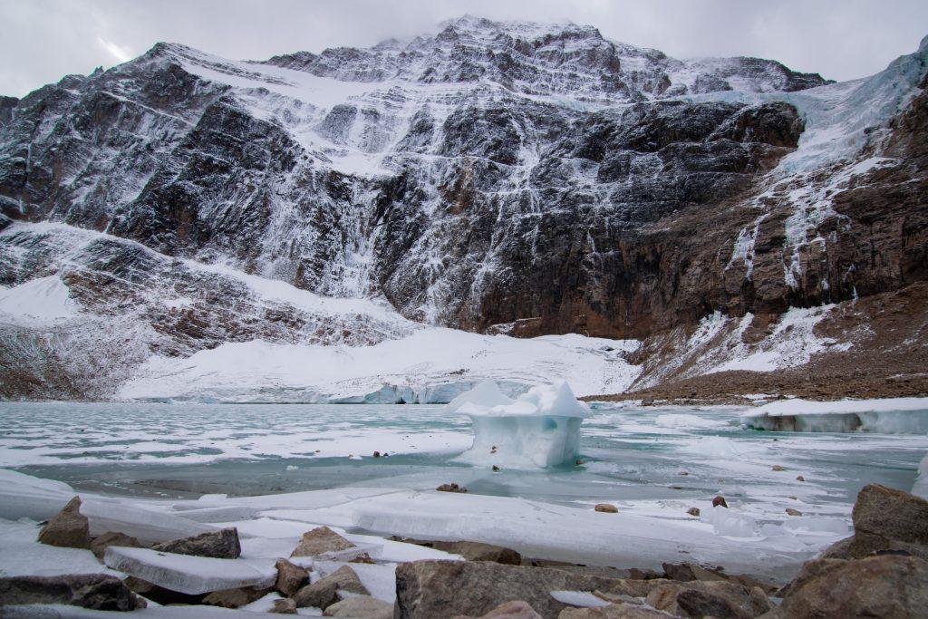 Mount Edith Cavell - Cavell Pond Eisschollen