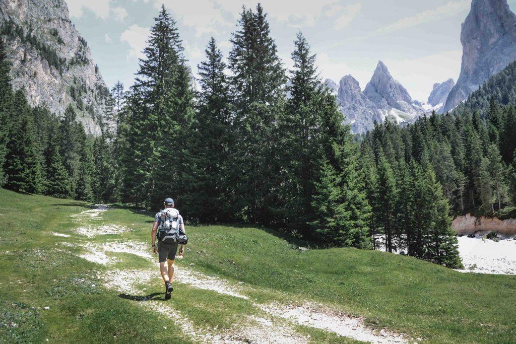 Hüttenwanderung auf der Seiser Alm Weg zur Grasleitenhütte
