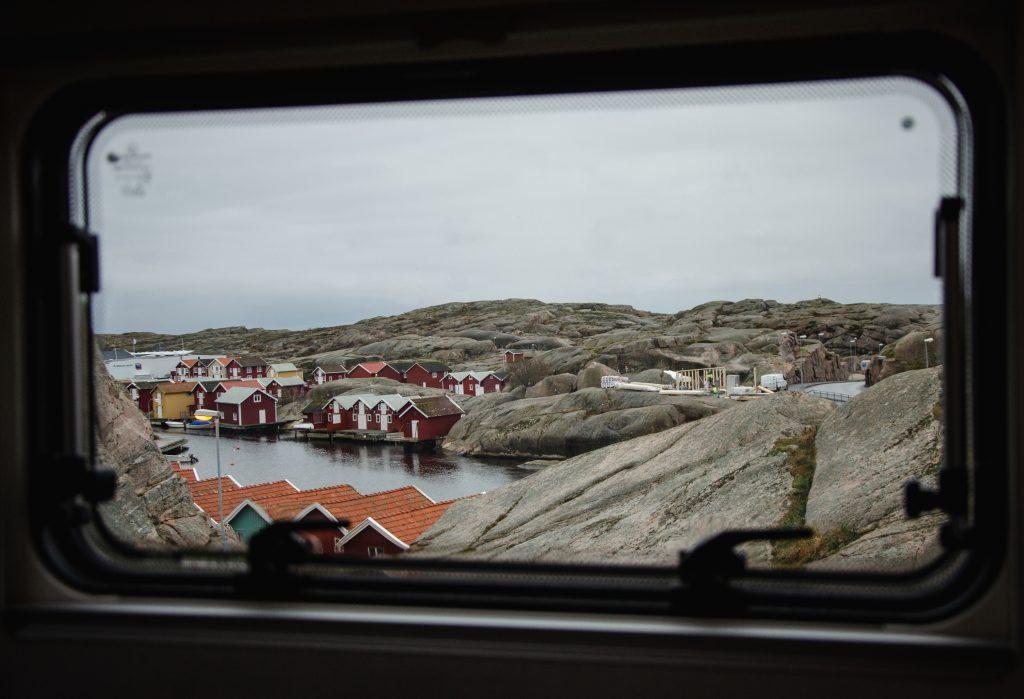 Smögen Westküste Schweden bunte Häuser Roadtrip Ausblick Wohnmobil